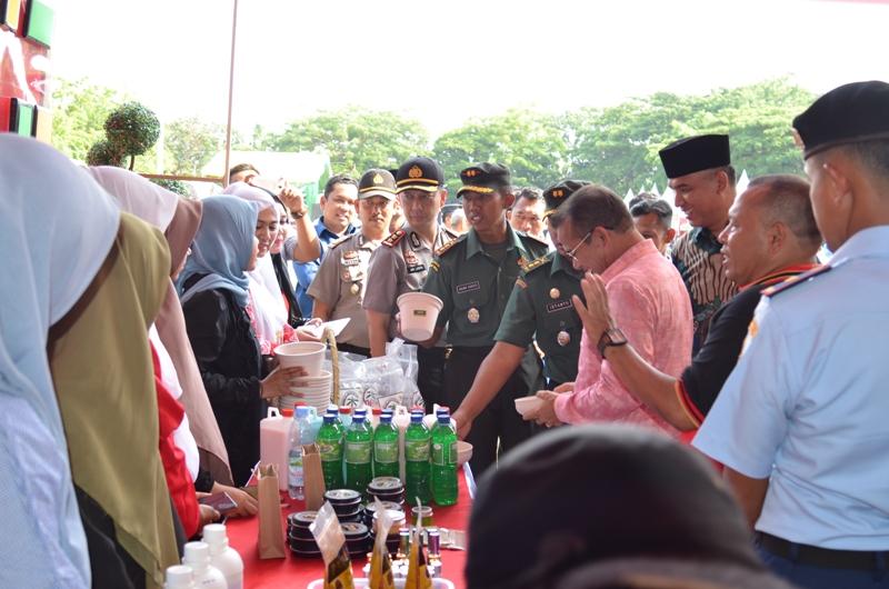 http://news.unimal.ac.id/index/single/438/stand-unimal-hadirkan-produk-inovasi-dan-teknologi-di-pameran-umkm-kodim-0103-aceh-utara