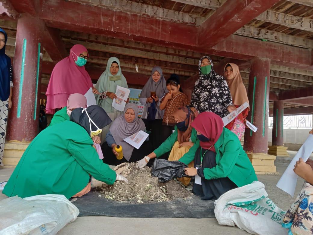 http://news.unimal.ac.id/index/single/1639/kelompok-kkn-150-unimal-latih-warga-membuat-kompos-dari-sampah-sayuran