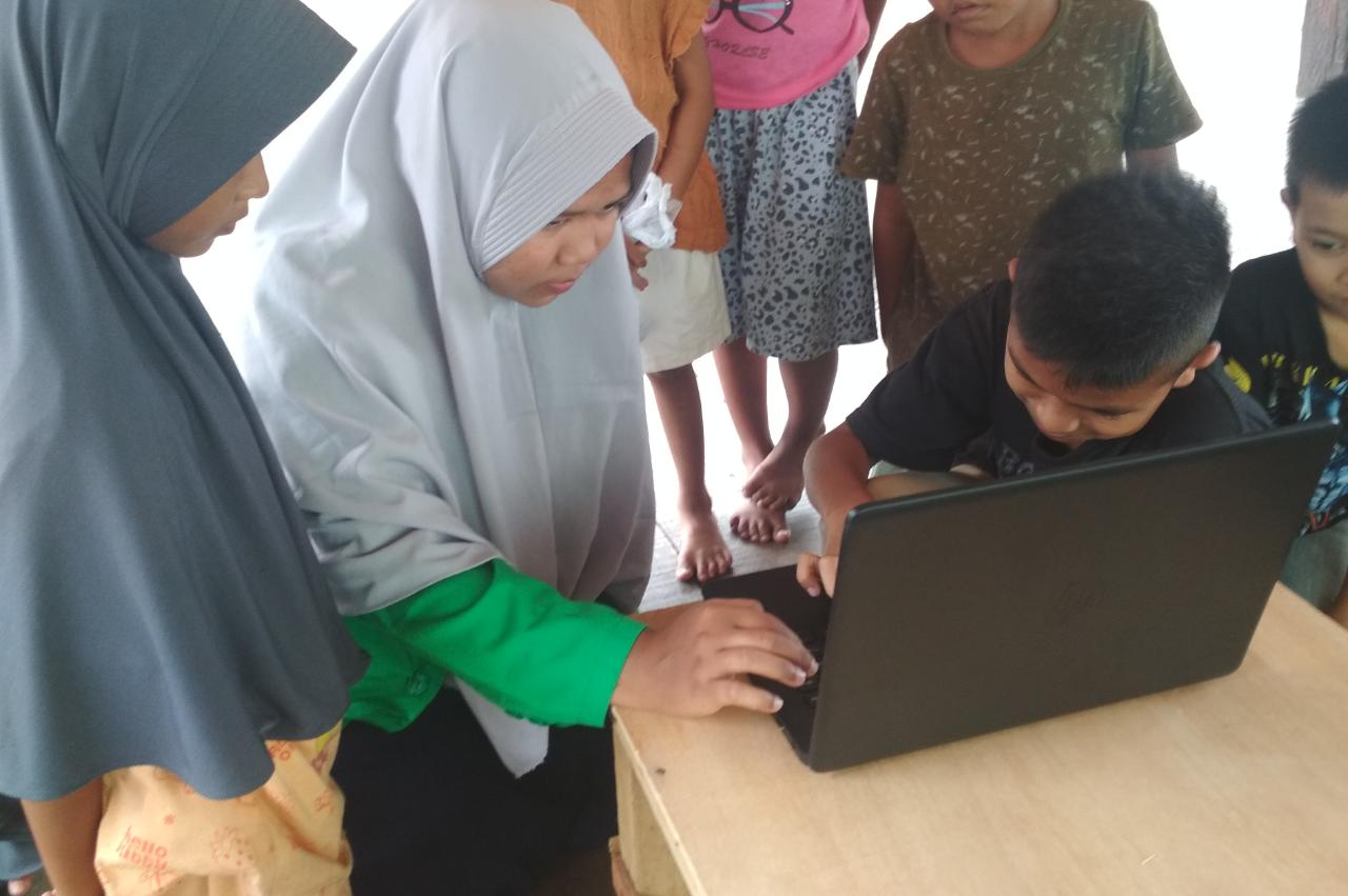 http://news.unimal.ac.id/index/single/1315/mahasiswa-unimal-latih-anak-anak-gunakan-komputer-di-lokasi-kkn