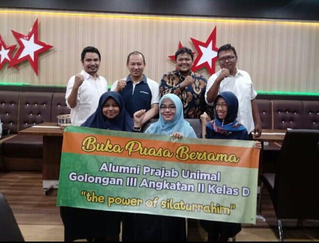 http://news.unimal.ac.id/index/single/259/manfaatkan-momen-reuni-alumni-prajab-unimal-galang-dana